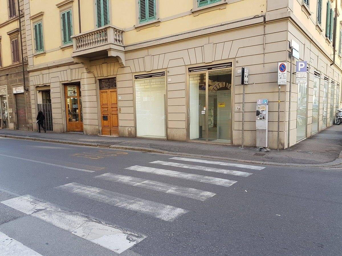 Negozio uso commerciale in affitto a Firenze