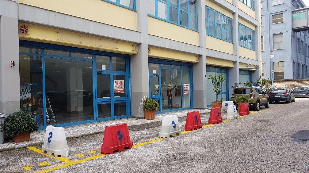 Capannone uso commerciale vendita a Napoli