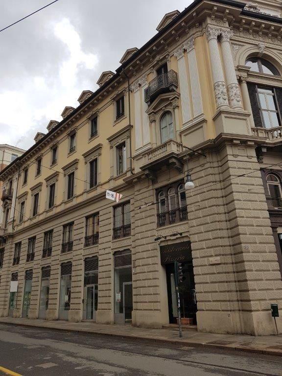 Negozio uso commerciale affitto a Torino