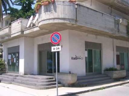 Negozio uso commerciale in vendita a Alba Adriatica
