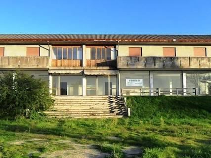 Complesso uso commerciale/industriale in vendita a Arquà Polesine