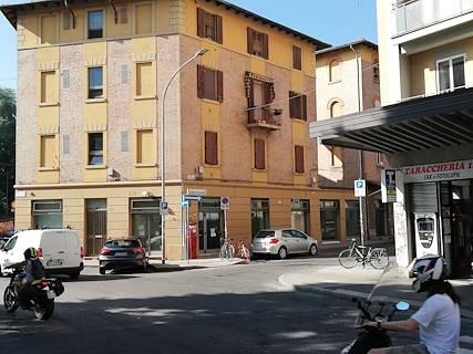 Negozio uso commerciale in vendita a Bologna