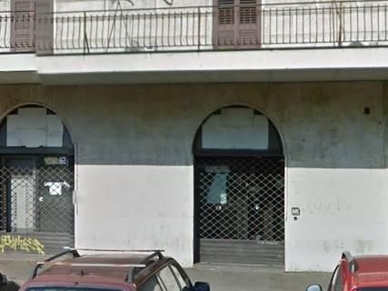 Negozio uso commerciale in affitto a Roma