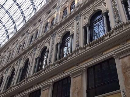 Negozio uso commerciale in affitto a Napoli