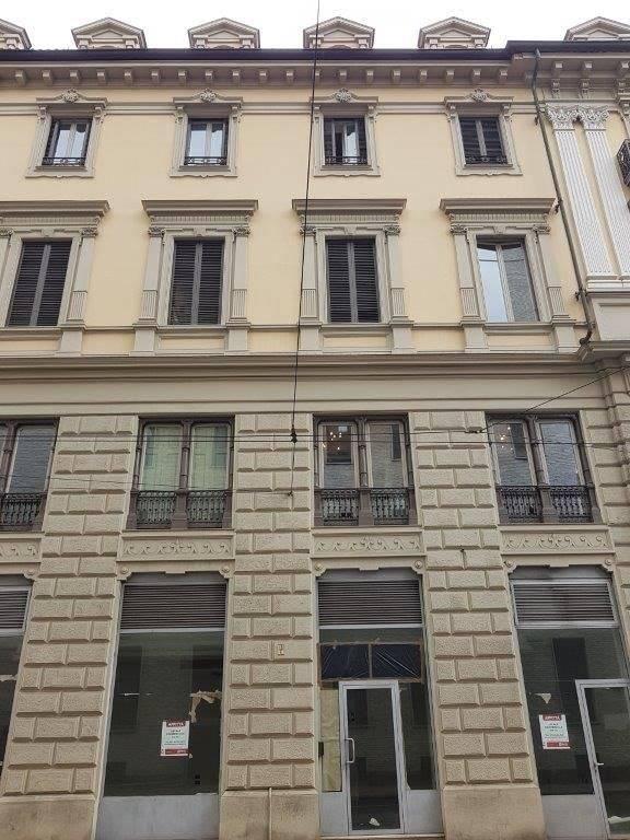 Negozio uso commerciale in affitto a Torino