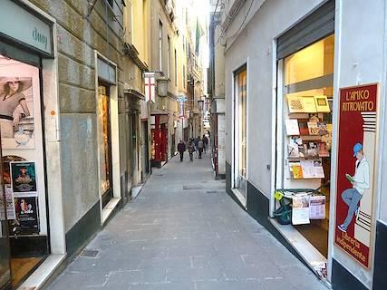 Negozio uso commerciale in vendita a Genova