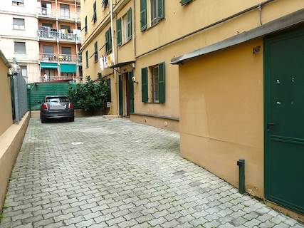 Appartamento uso abitativo/ufficio in vendita a Genova