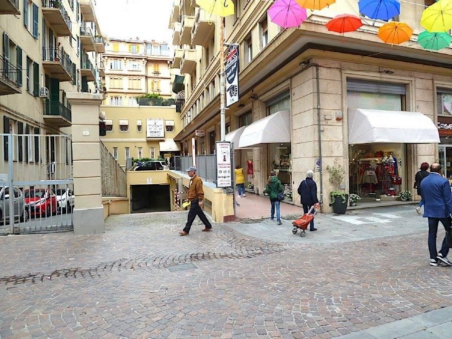 Box uso abitativo/commerciale in vendita a Genova