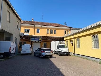 Complesso uso abitativo/industriale in vendita a Piacenza