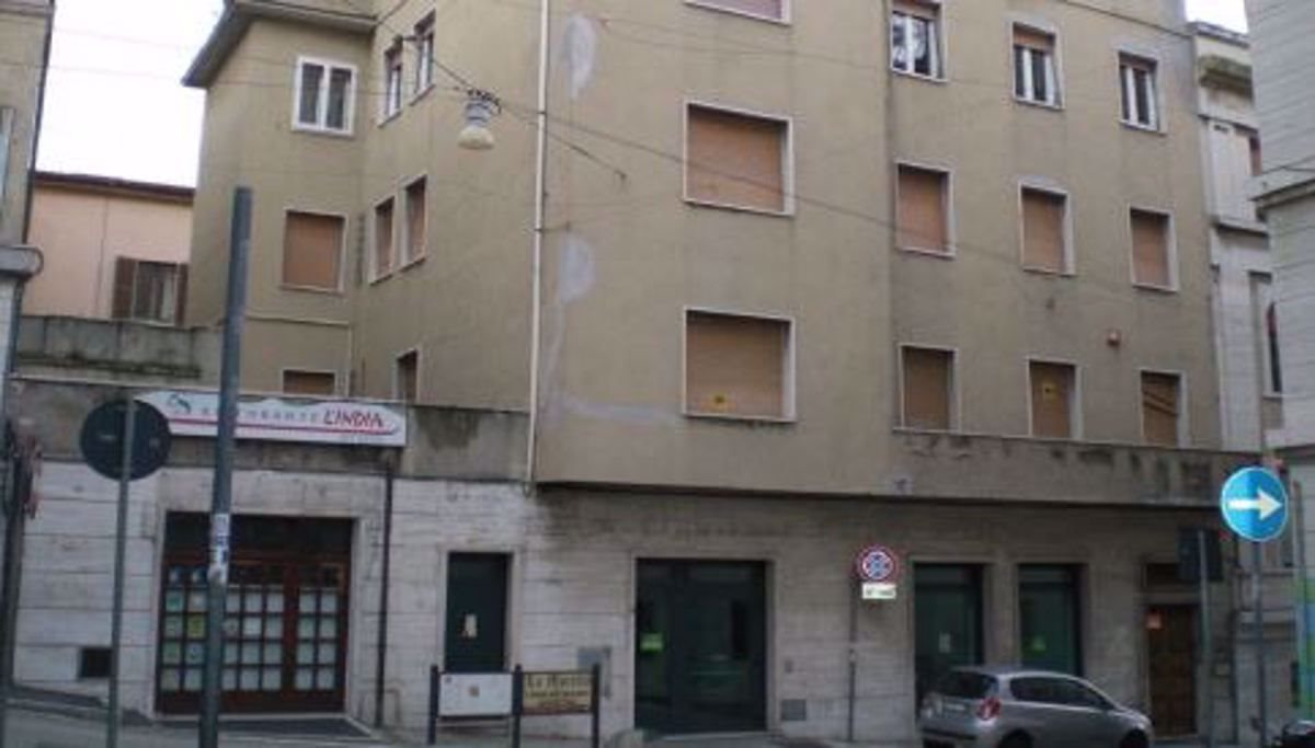 Negozio uso commerciale vendita a Ancona