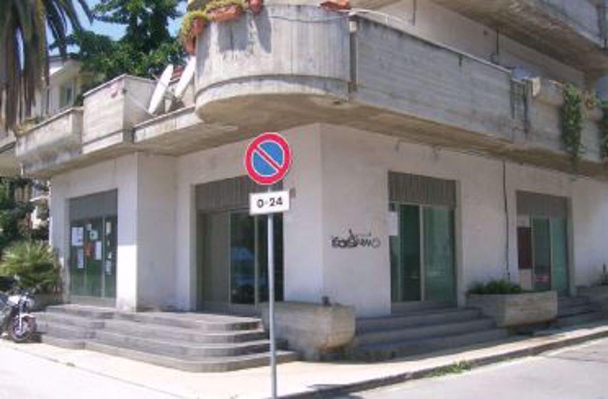 Negozio uso commerciale vendita a Alba Adriatica