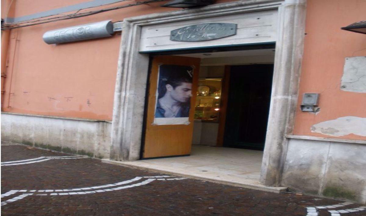Negozio uso commerciale vendita a Napoli