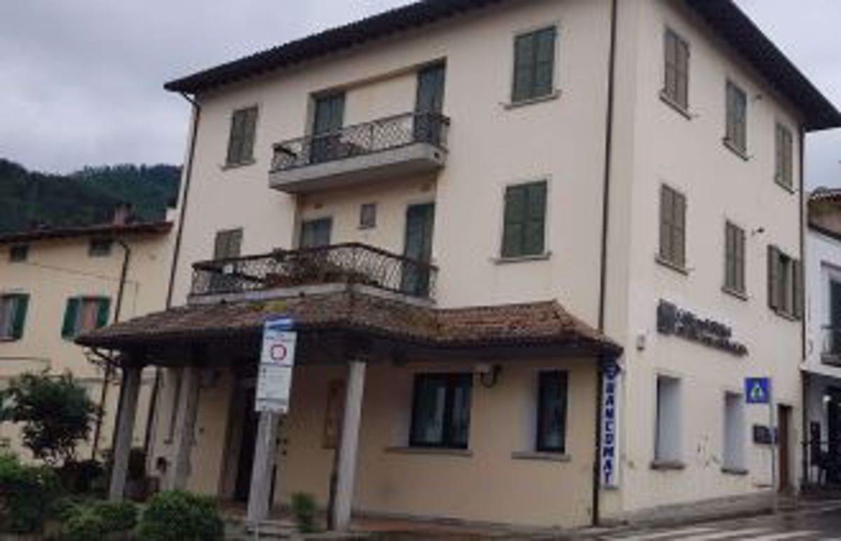 Negozio uso commerciale vendita a Portico e San Benedetto
