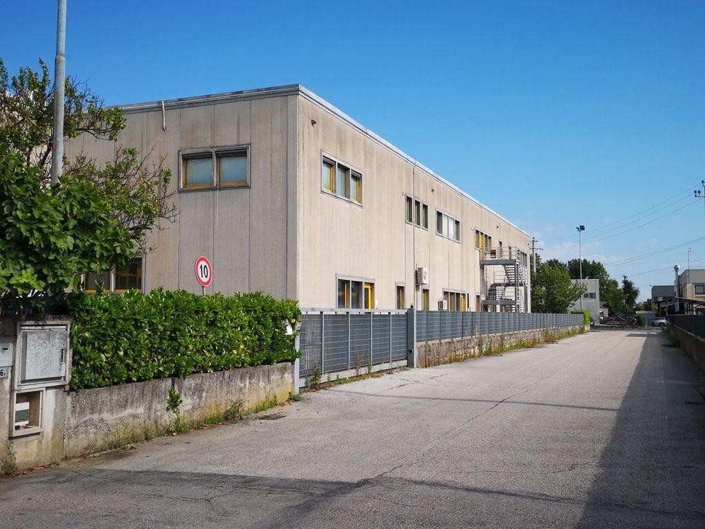 Capannone uso industriale vendita a Salzano