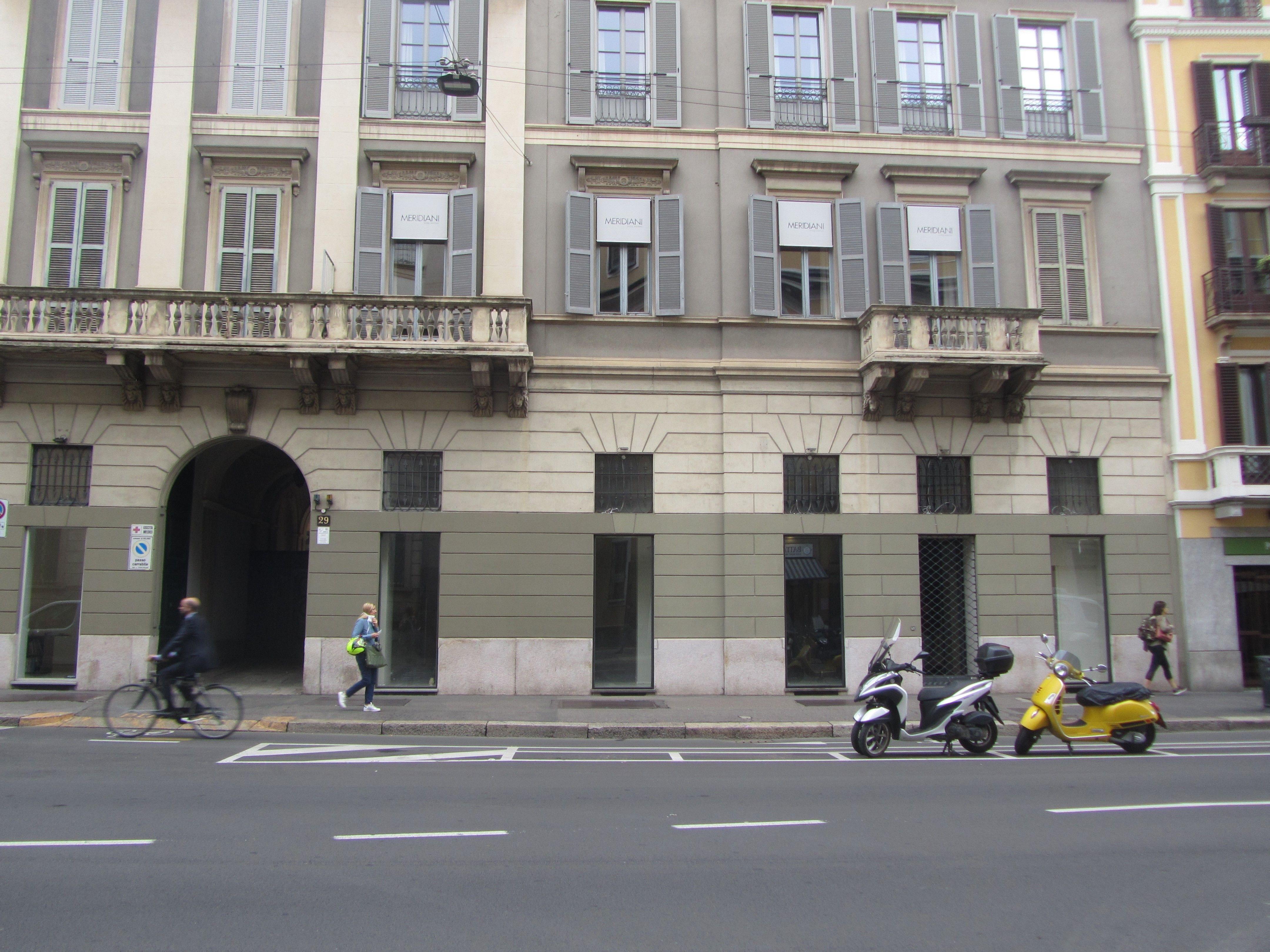 Negozio uso commerciale affitto a Milano