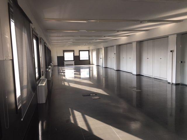 Edificio Direzionale uso ufficio affitto a Milano