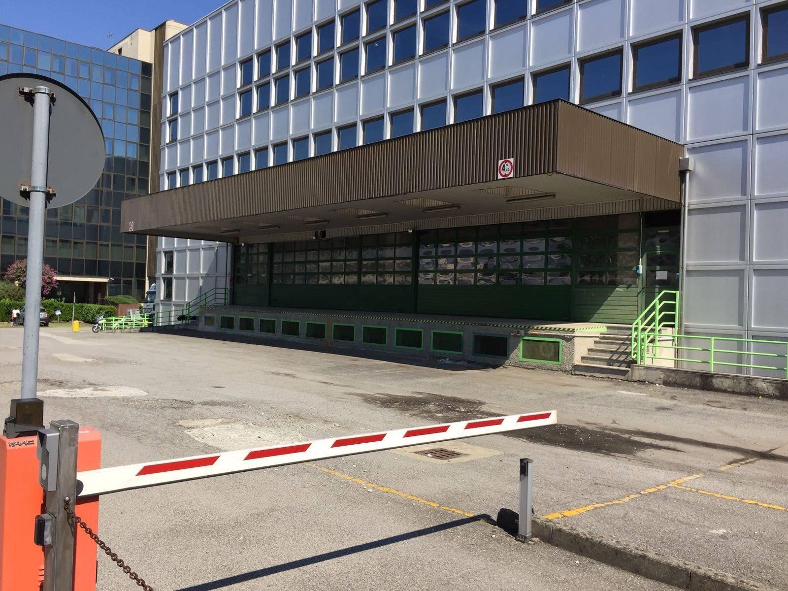 Complesso uso industriale affitto a Milano