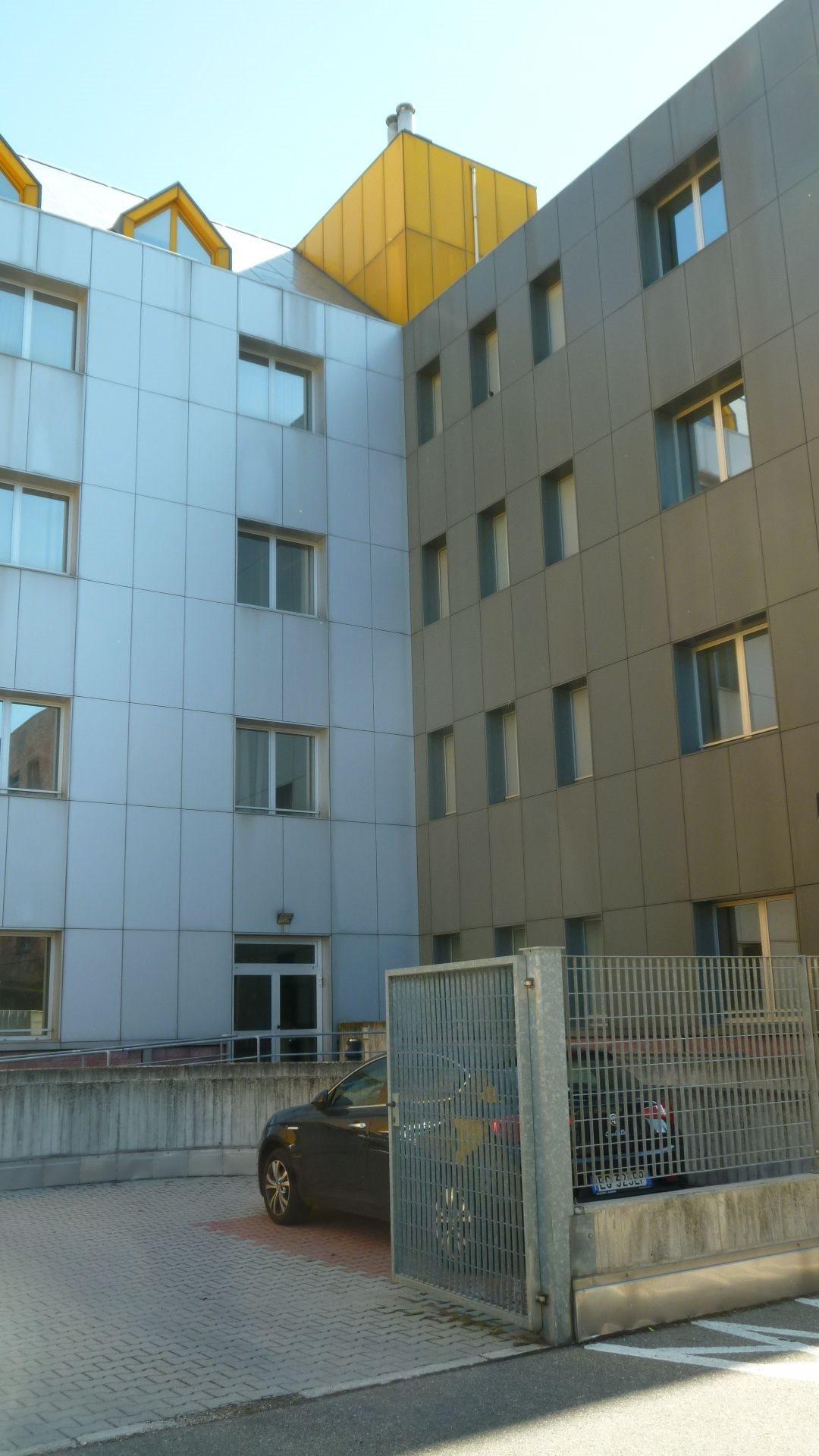 Ufficio uso ufficio affitto a Bologna