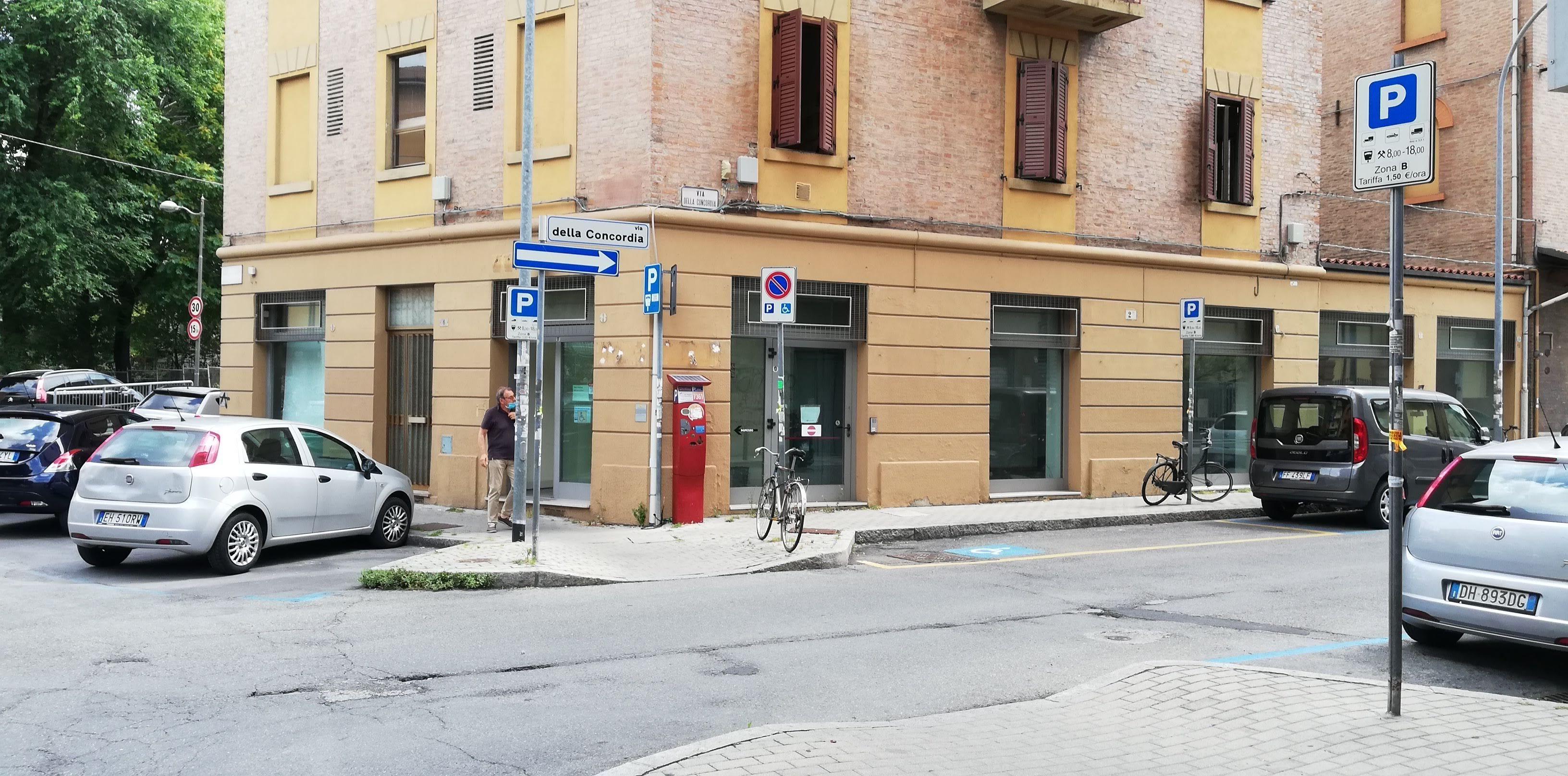 Negozio uso commerciale vendita a Bologna