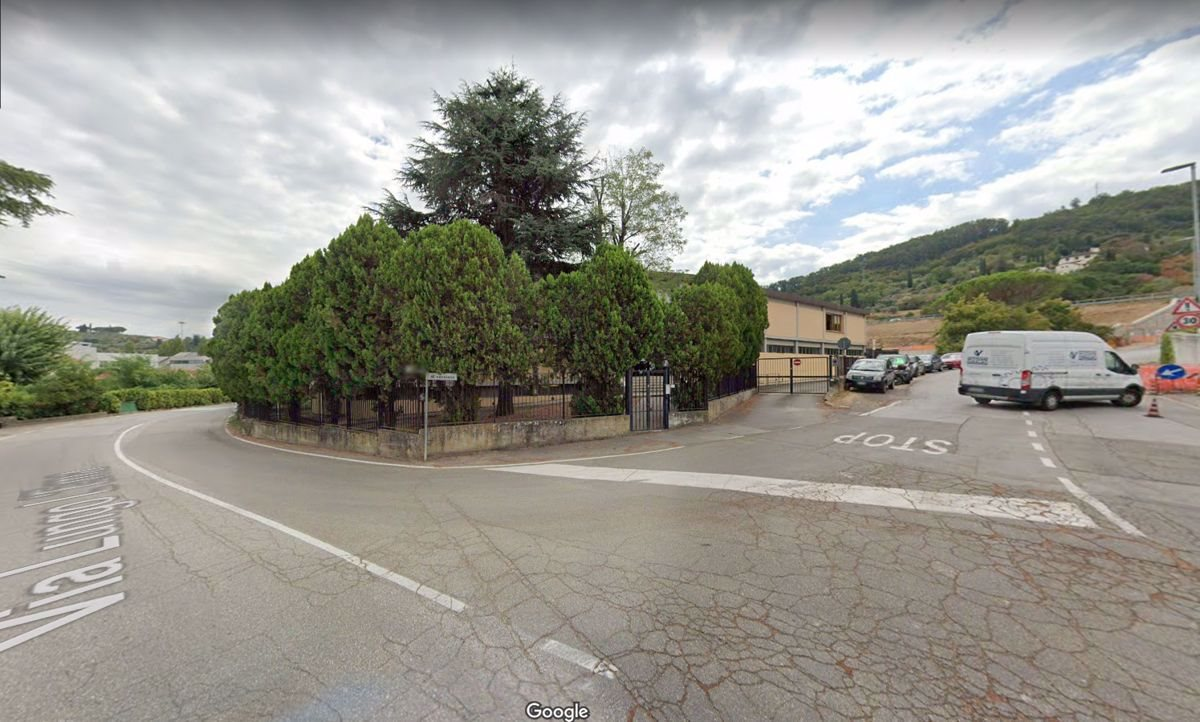 Capannone uso industriale affitto a Firenze