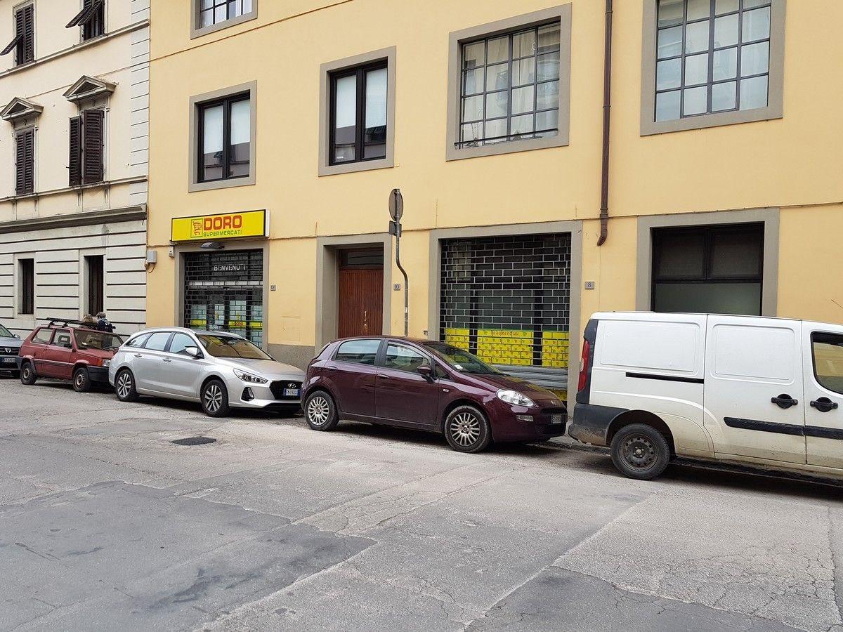 Negozio uso commerciale affitto a Firenze