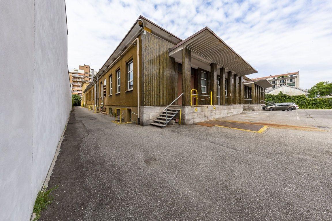 Magazzino uso commerciale affitto a Milano
