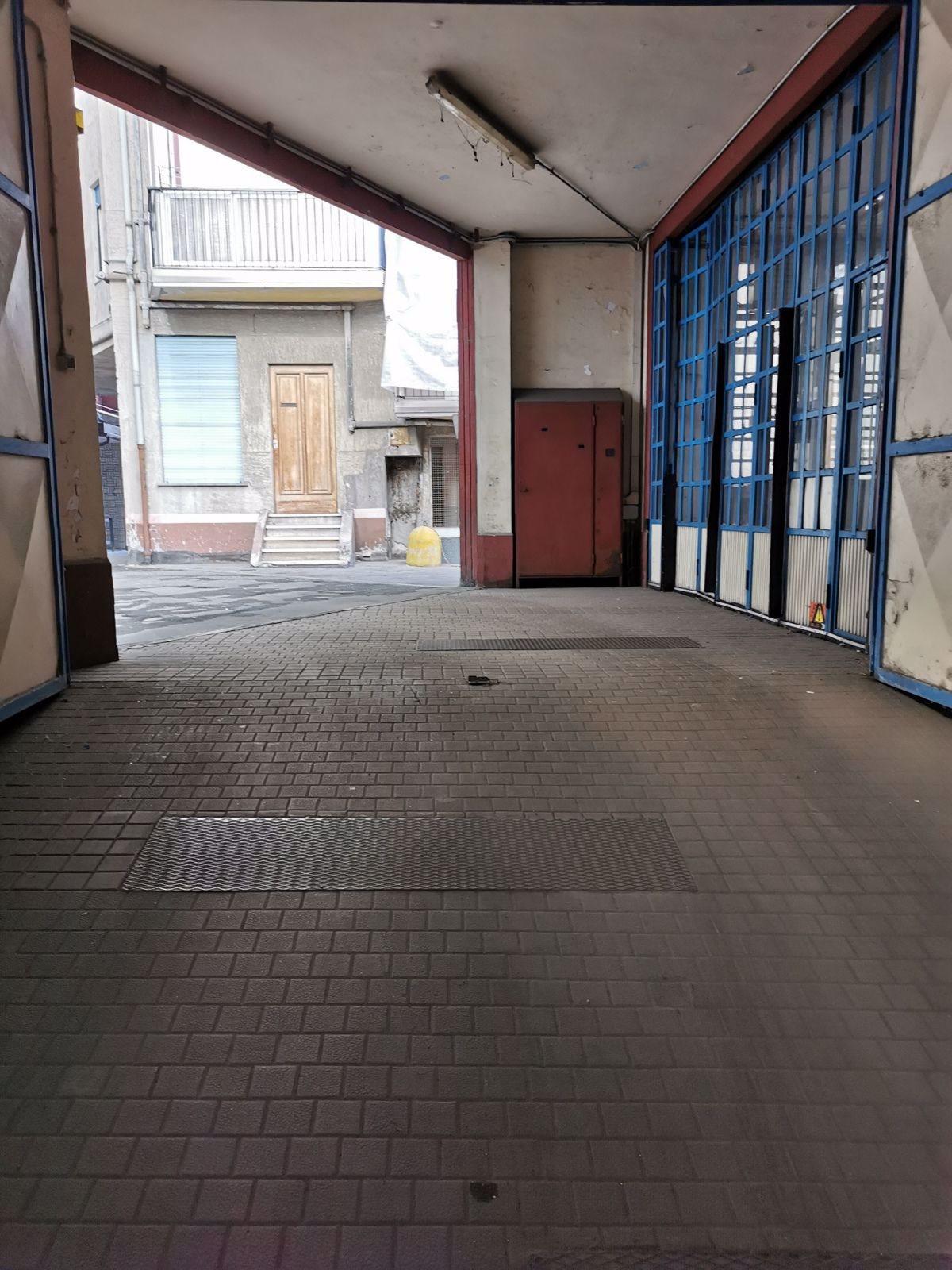 Magazzino uso commerciale vendita a Torino