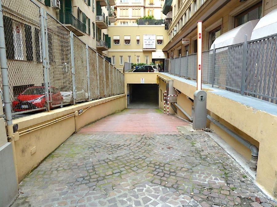 Box uso commerciale vendita a Genova